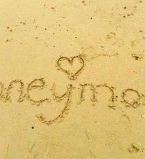 Honeymoon scritto sulla sabbia